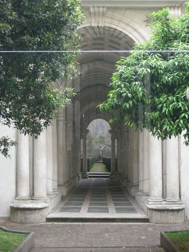 Palazzo svärd, galleri 02.jpg
