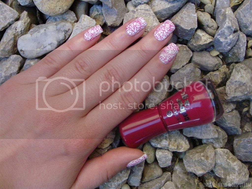 photo red_floral_nails_1_zpsvuq8km7r.jpg
