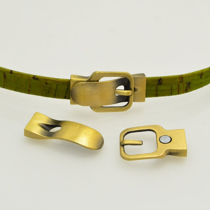 s47785 Findings - 10 mm Flat Leather -  Square Faux Buckle Clasp (Magnetic) - Antiqued Brass