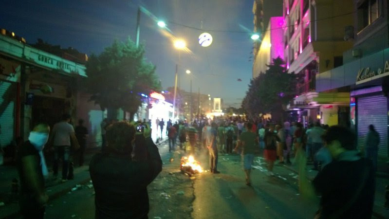At the break of dawn, people are still trying to reach Taksim Square. Police is still using tear gas to keep the people away.