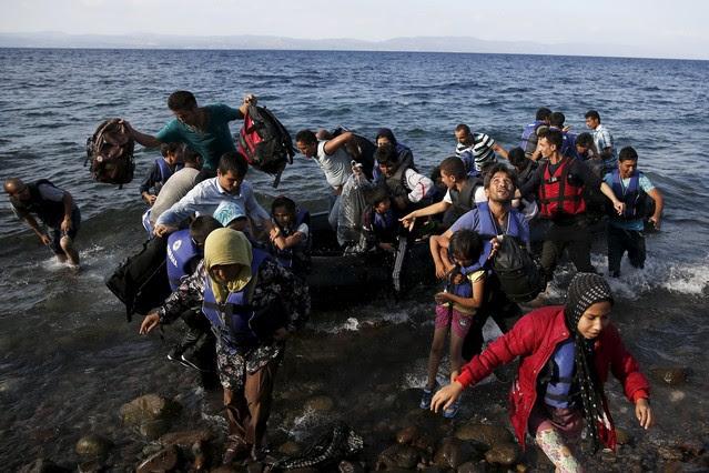 http://estaticos.elperiodico.com/resources/jpg/3/2/drama-los-refugiados-1440415485823.jpg