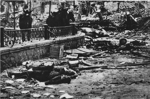 Cadáveres en Zocodover tras la entrada de las tropas de Varela. 28 de septiembre de 1936