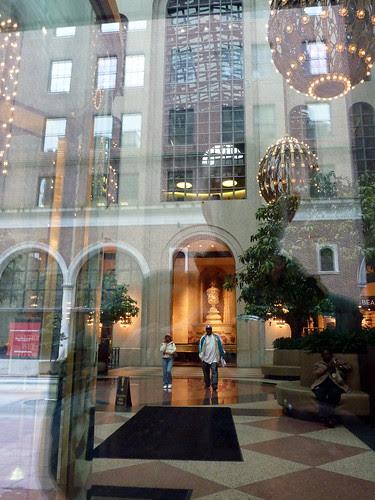 P1000383-2009-01-22-191-Ptree-Urn-Rug--Longshot-Lobby-Reflections