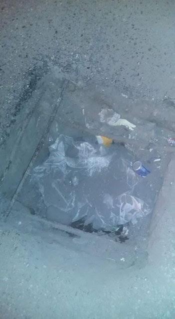 حفرة بنفق الزهراء فى أسيوط تهدد سلامة قائدى السيارات (2)
