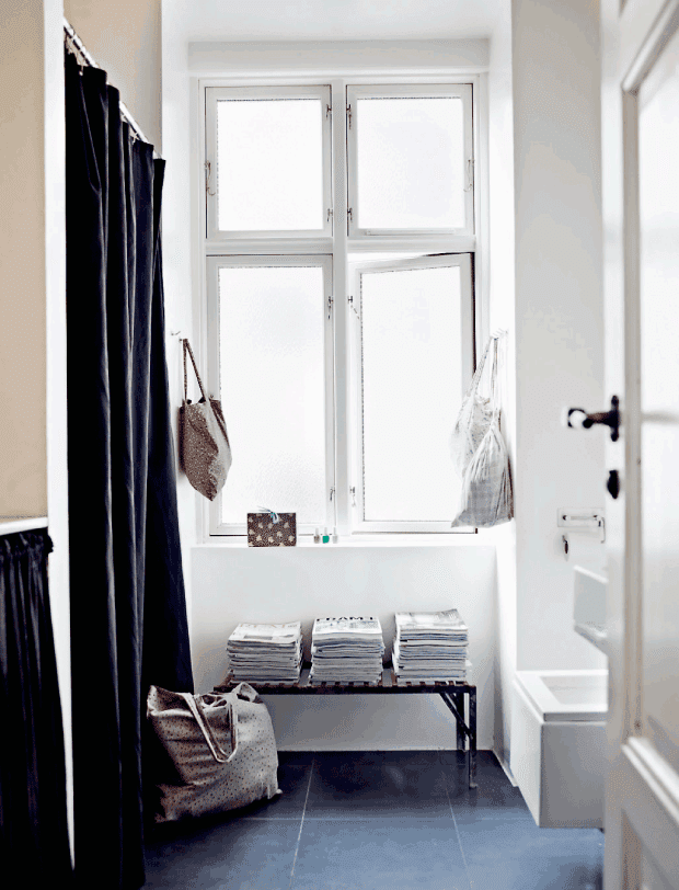 Black floors and a purple sofa in Amager - via cocolapinedesign.com