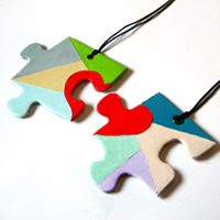 "Quick Tip: Make a Cute 'Perfect Match' Puzzle Necklace+(via+<a+href=""http://craft.tutsplus.com/tutorials/quick-tip-make-a-cute-perfect-match-puzzle-necklace/"">craft.tutsplus.com)"