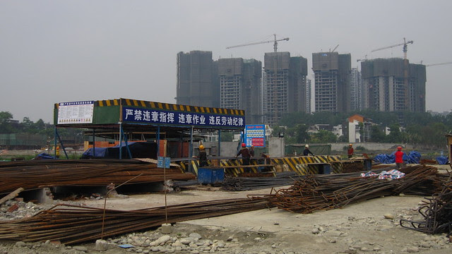Cutting rebar for highway construction, Hongguang