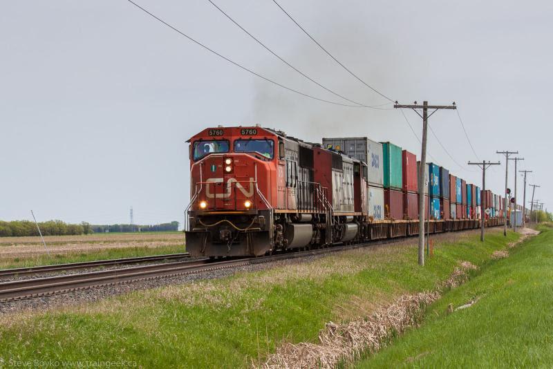 CN 5760 outside Winnipeg