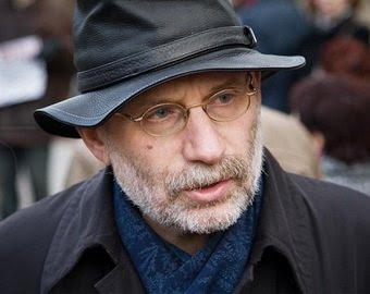 Борис Акунин: Путин станет собственным могильщиком - совершит грубую ошибку, и начнется хаос, и все рухнет