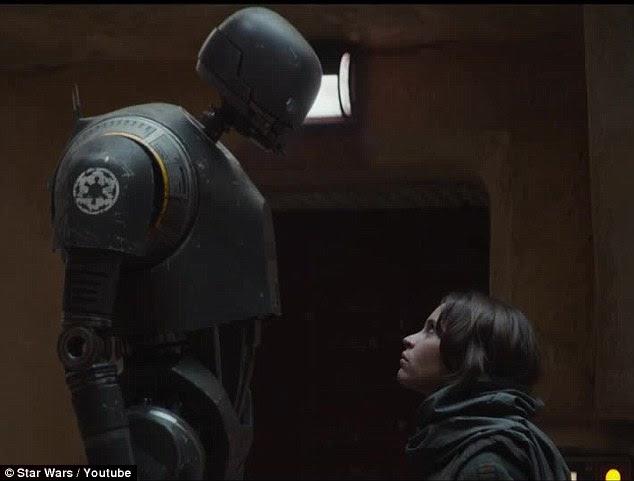 : Eu não vou te matar ': Ela conhece vários membros do movimento de resistência, incluindo a primeira aparição falar de droid K-2SO, dublado por do Firefly Alan Tudyk
