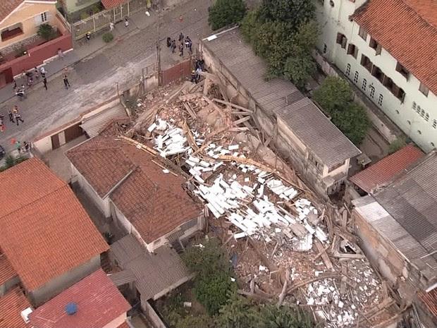 Prédio em construção desaba em Belo Horizonte (Foto: Reprodução/TV Globo)