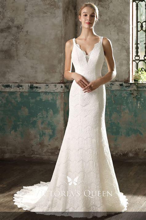 Simple Yet Elegant Sleeveless Scalloped V neckline Ivory