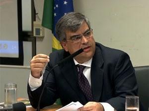 O diretor da Faculdade de Medicina da USP de Ribeirão Preto, Carlos Gilberto Carlotti Jr. (Foto: Reprodução/TV Globo)