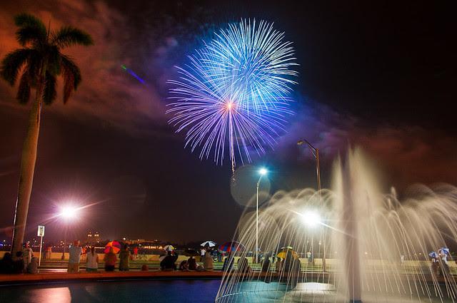 4th on Flagler - Fireworks 2010 - Cool blues