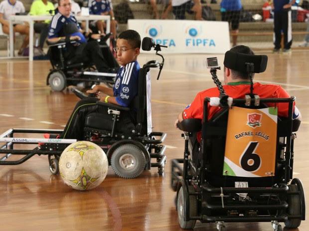 Instituto Novo Ser oferece a prática de futebol em cadeira de rodas motorizada (Foto: Divulgação)