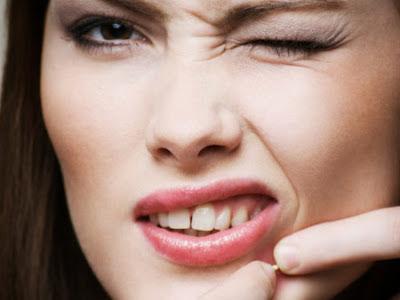 Espremer a acne pode causar o aparecimento de manchas