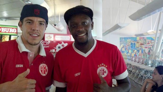 Roberto Dias e Adalberto, zagueiros do América-RN (Foto: Jocaff Souza)