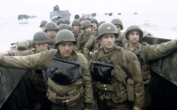 Capt. John Miller (Tom Hanks), Sgt. Mike Horvath (Tom Sizemore) and their fellow soldiers prepare to storm the beach at Normandy in SAVING PRIVATE RYAN.