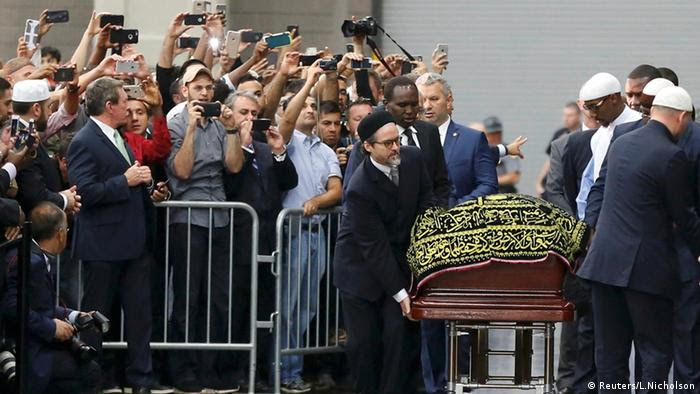 Muhammad Alis Sarg wird in Louisville in die Freedom Hall gebracht (Foto: Reuters)