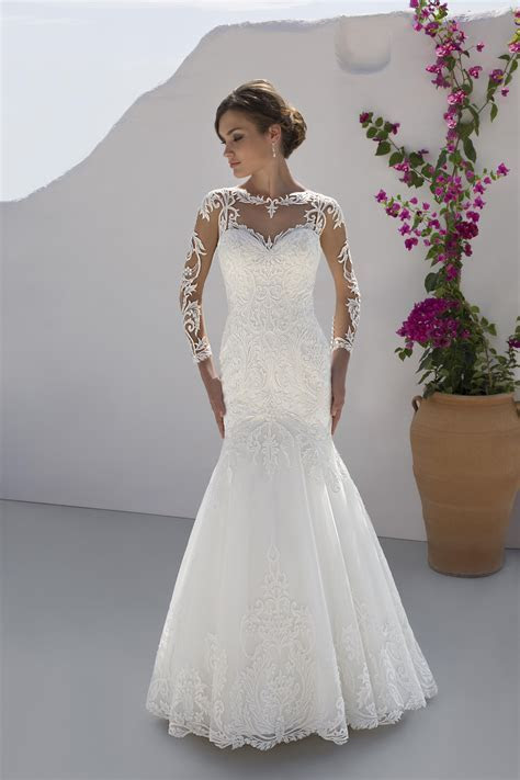 7202 Wedding Dress from Mark Lesley   hitched.co.uk