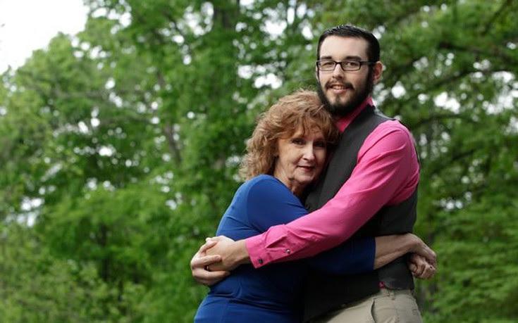 Μια 71χρονη παντρεύτηκε 17χρονο τρεις εβδομάδες μετά τη γνωριμία τους