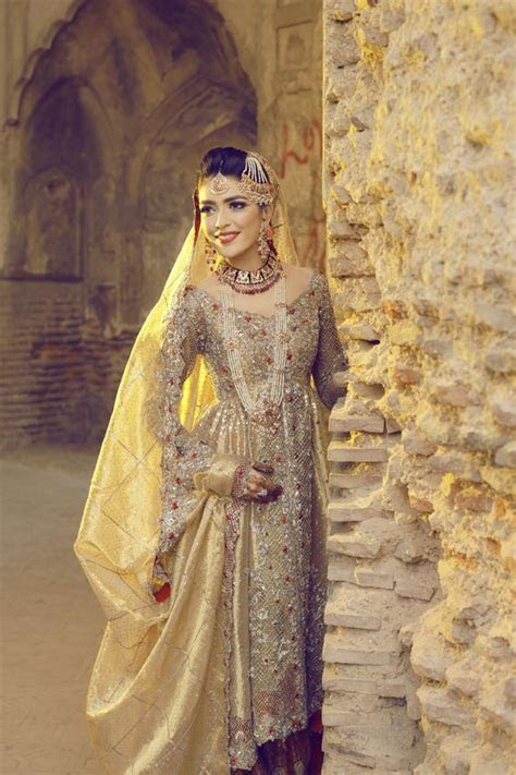 Skin Bridal Dress for Those Think beyond Red ? Designers