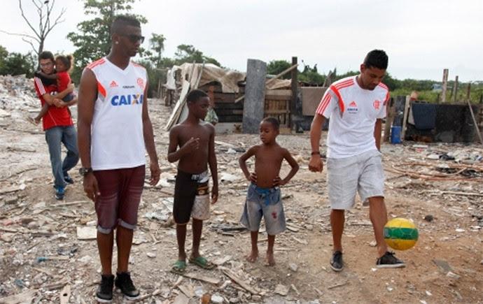André Santos Projeto Social Flamengo (Foto: Reprodução / Site Oficial Flamengo)