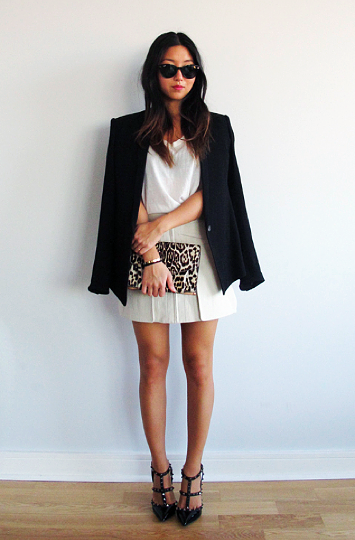 LE FASHION BLOG BLACK WHITE INSPIRATION FRANCES PINK HORROR SHOW BLOG HELMUT LANG BLAZER JACKET RAY BAN SUNGLASSES TANK TOP ALEXANDER WANG PANEL SKIRT GIVENCHY LEOPARD CLUTCH VALENTINO ROCKSTUD SLING BACK T STRP HEELS PUMPS ALL BLACK