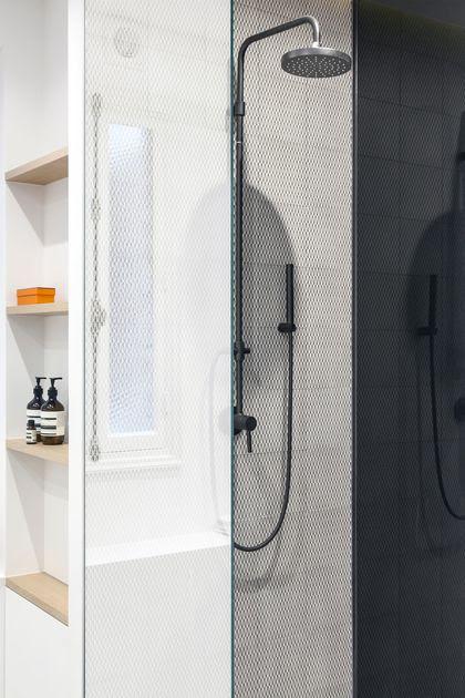 Après travaux : effet de transparence côté douche
