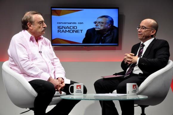 Ignacio Ramonet en la Mesa Redonda de la Televisión Cubana. Foto: Roberto Garaicoa/ Cubadebate