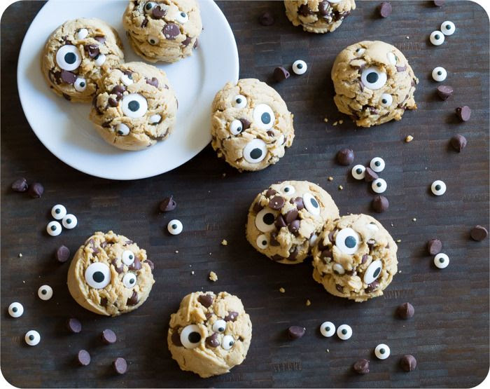 peanut butter chocolate chip googly eyes cookies   @bakeat350
