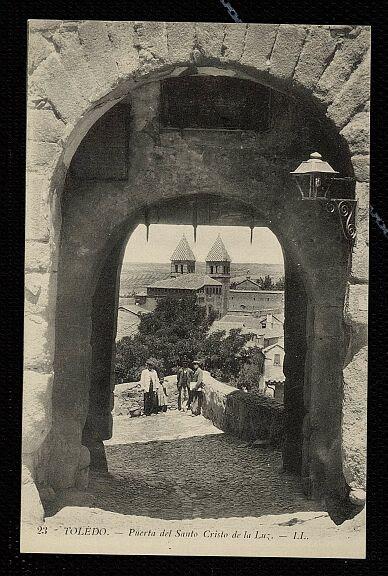 Puerta de Valmardón (Toledo), a principios de siglo. Foto en 1915 de Louis Levy