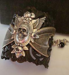 Skull bracelet,