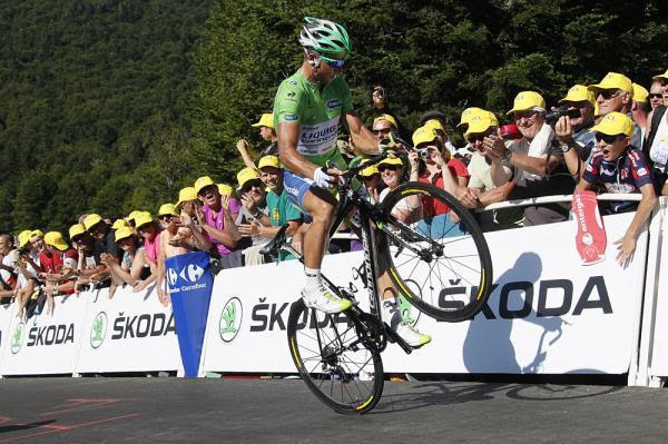 fuckyeahcycling:  Peter Sagan (Liquigas-Cannondale) shows off his skills at the top of La Planche des Belles Filles Photo: © Bettini Photo (via Tour De France 2012: Peter Sagan (Liquigas-Cannondale) Shows Off His Skills At…, Photos | Cyclingnews.com)
