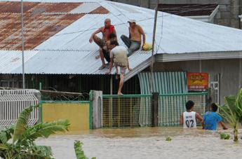 Tifone nelle Filippine, 35 morti e mezzo milione di sfollati