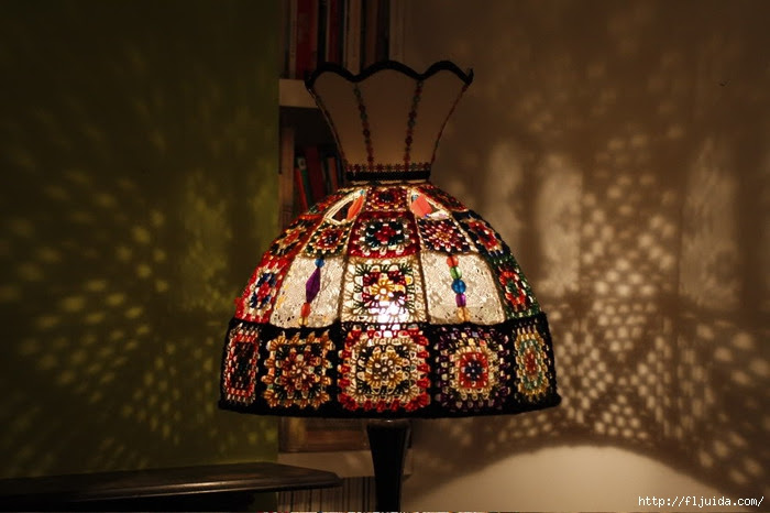 crochet-granny-square-lampshade-lit-up (700x466, 175Kb)
