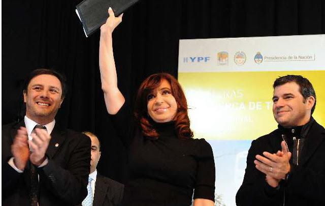 Cristina defendió el carácter público de YPF