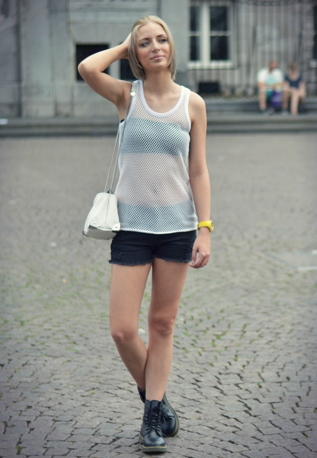 H&m divided transparent see through white mesh top, yellow ice watch, primark bandeau top bra, mango distressed destroyed ripped black shorts, dr martens look a like boots outfit post fashion blogger turn it inside out belgium black and white minimal outfit