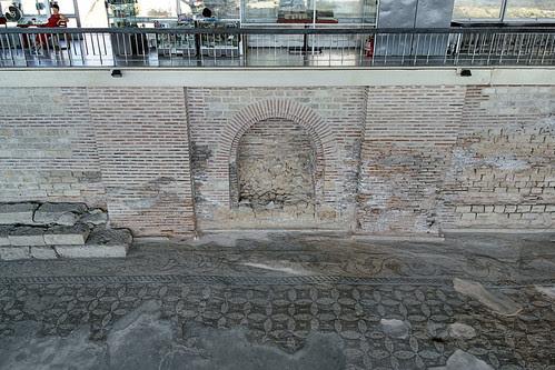 [Edificiul Roman cu mozaic din Constanţa - vedere a peretelui dinspre uscat]