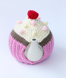 Knitted_tea_cosy_3_small2