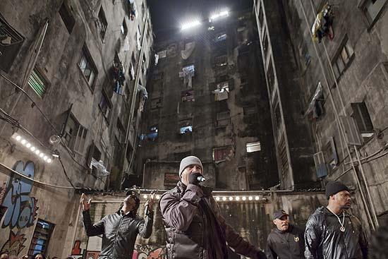 Hotel abandonado no centro, onde moram mais de 1.300 sem-teto, virou cenário de clipe do Racionais