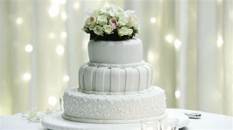 Rezept: Hochzeitstorte   Ein süßer Traum in Weiß