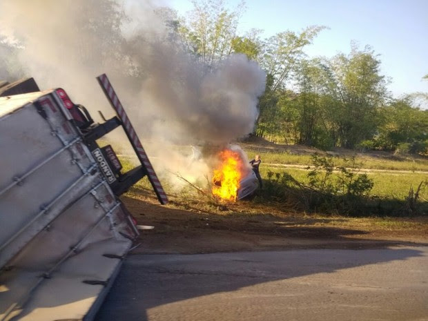 Acidente na BR-101 em São Mateus (Foto: VC no ESTV)