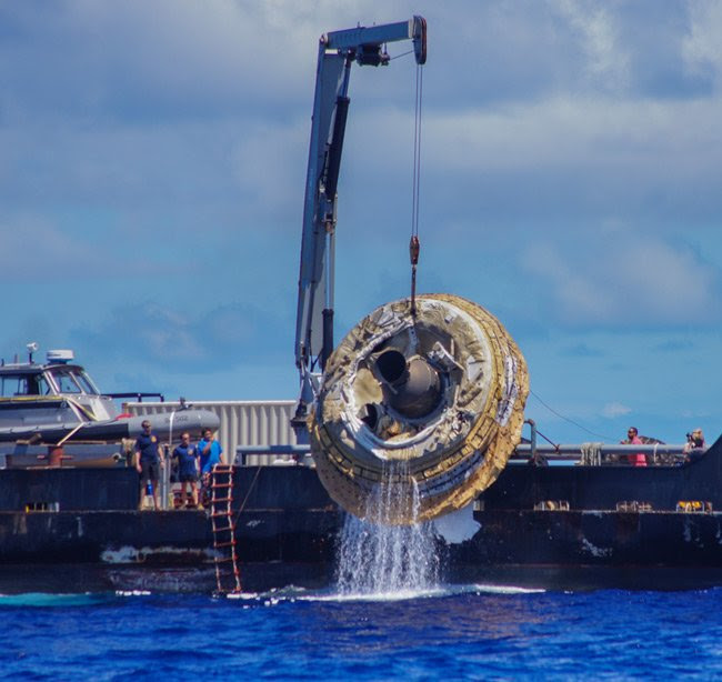 The LDSD being pulled from the Pacific