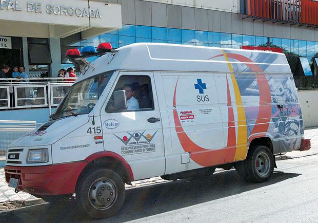 CARONA Ambulância em Sorocaba, São Paulo, que foi alvo da CPI das Sanguessugas. Apesar dos problemas, as emendas cresceram   (Foto: Epitácio Pessoa/AE )