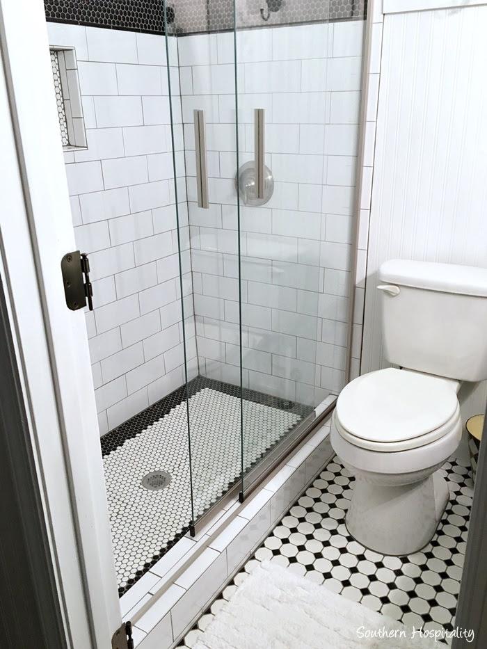 black and white bathroom014
