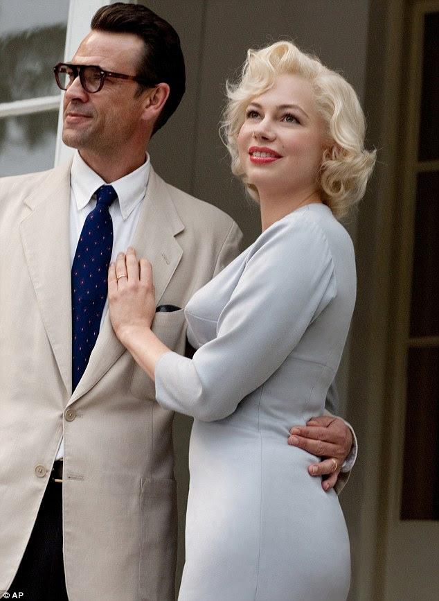 Reinventada: Atriz Michelle Williams interpreta Marilyn Monroe na adaptação mais recente filme de sua vida 'My Week Com Marilyn', (na foto com o ator Dougray Scott, que interpreta Arthur Miller no filme)