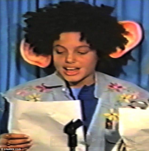 Ouvidos olhando-o miúdo: Angelina também vestiram fantasias de cantar karaoke para Stand By Me