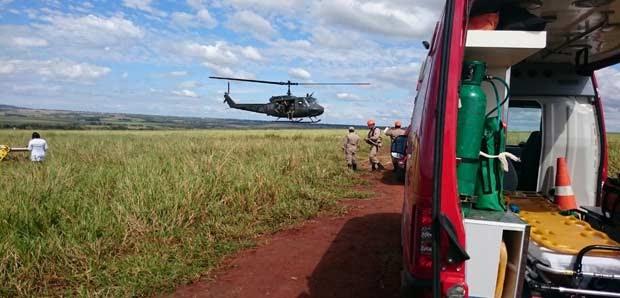 Helicóptero foi usado no resgate de feridos; copiloto foi levado para UPA. (Foto: Corpo de Bombeiros/Divulgação)