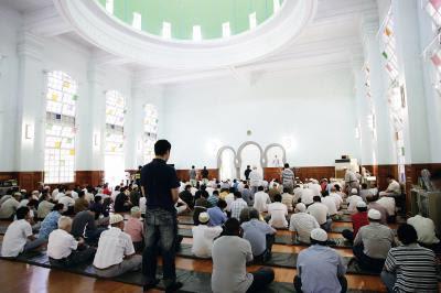 台灣的穆斯林多分布在台北、桃園、台中、高雄四處, 圖為台北清真寺禮拜的情況。